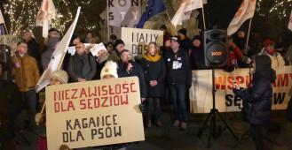 Protest w obronie sądów przy pomniku Sobieskiego w Gdańsku