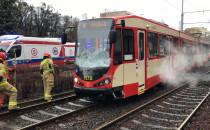 Skutki zderzenia tramwaju z samochodem na...