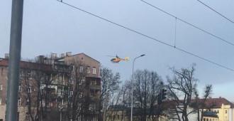 Śmigłowiec ratunkowy ląduje przy szpitalu Copernicus w Gdańsku