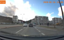 Niebezpieczne wyprzedzanie na skrzyżowaniu