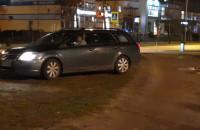 Ten kierowca próbował przejechać chodnikiem