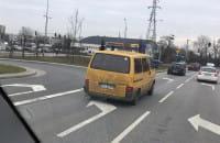 Przeładowane auto na drodze