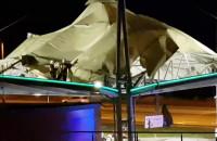 Naderwany dach na Stacji Paliw