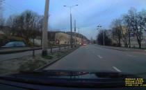 Niebezpieczne zachowanie pieszej w Gdyni