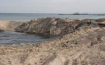 Prace na plaży w Sopocie
