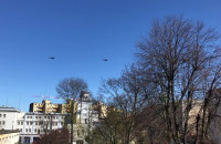 Dwa śmigłowce nad Gdynią
