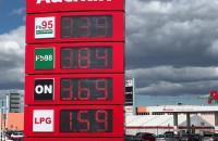 Benzyna po 3,39 zł. Kolejki aut na stacji