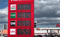 Benzyna po 3,39 zł. Ogromne kolejki aut