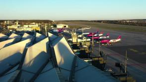 Lotnisko o zachodzie słońca
