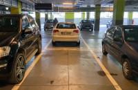 Parkowanie na co drugim miejscu przy centrach handlowych
