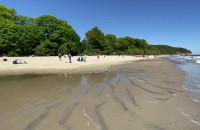 Piękna wietrzna niedziela na plaży w Orłowie