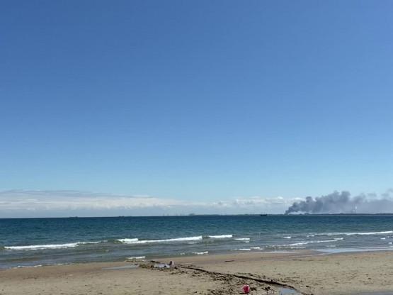 Dym widoczny z plazy w Orlowie