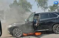 Płonie BMW między Osową a Matarnią w kierunku A1