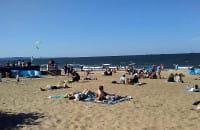 Słoneczna niedziela na plaży w Brzeźnie