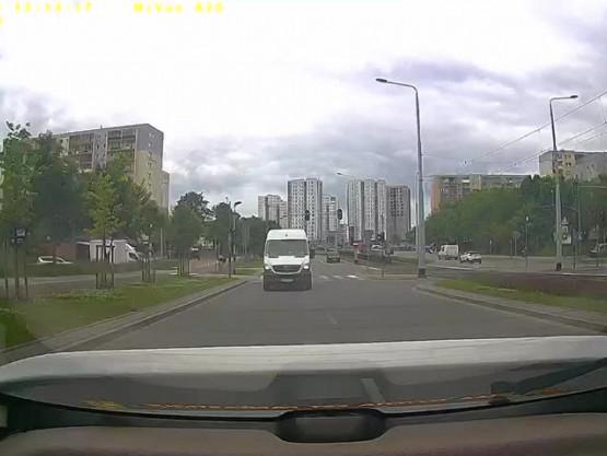Policja zatrzymała auto jadące pod prąd
