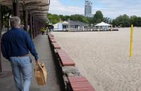 Na plaży w Gdyni tylko policja i wojsko