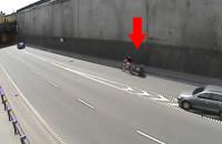 Rower z przyczepką w Tunelu pod Martwą Wisłą