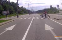 Na chodniku więcej rowerów niż pieszych