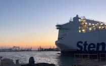 StenaLine wpływa do portu w Gdyni