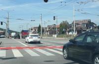 Na czerwonym przez skrzyżowanie