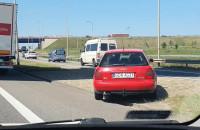 Kierowcy omijają korek na obwodnicy na Karczemkach