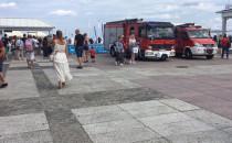 Straż pożarna przy wejściu na molo w Sopocie