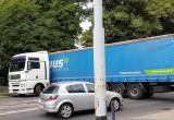 Ciężarówka zawraca przed wiaduktem na Hallera we Wrzeszczu