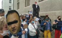 Mieszkańcy SM Ujeścisko protestują pod sądem