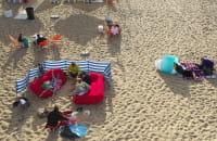Sezon w pełni na plaży w Brzeźnie