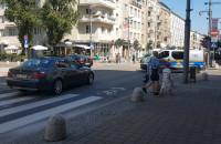 Dwa auta wjechały pod prąd na ul. Świętojańską