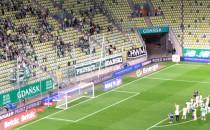Kibice zagrzewają piłkarzy Lechii