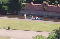 Kajakarze na kanale Raduni w Gdańsku