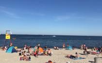 Tłoczno na plaży w centrum Gdyni