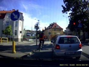 Rowerzysta jeździ jak chce