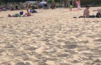 Zakaz kąpieli wymiótł ludzi z plaży