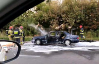 Mercedes spłonął  na Armii Krajowej