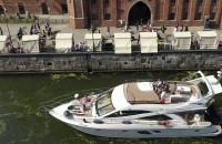 Parada luksusowych jachtów na Motławie