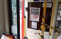 Otaśmowane drzwi otwierane dla pasażerów