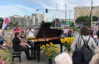 Fortepian na chodniku na Morenie