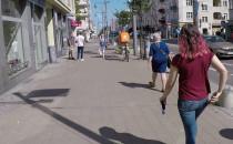 Mają pasy rowerowe a jeżdżą po chodniku