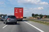 Zepsuta ciężarówka korkuje obwodnicę