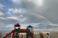 Podwójna tęcza nad plażą w Sopocie