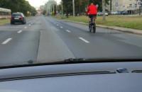 Chłop leci na rowerze 80km/h