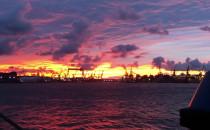 Obłędny zachód słońca w porcie w Gdyni -...