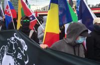 """Nacjonaliści skandują: """"Precz z Unią Europejską"""""""