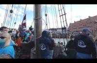 Wystrzałowe zakończenie rejsu żaglowca Libavya po  paradzie na zatoce Gdańskiej