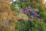 Tłum na odsłonięciu punktu widokowego im. Macieja Kosycarza