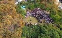 Tłum na odsłonięciu punktu widokowego im....