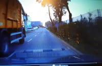 Ciężarówka na lewym pasie