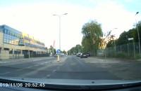 Autem po chodniku i drodze rowerowej